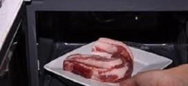 Những sai lầm khi rã đông thực phẩm bằng lò vi sóng